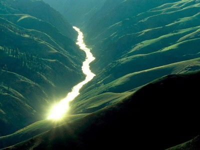 river_through_a_valley-1743-400x300