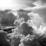 你生命中的雲層只是暫時的... 要放開一切拖累你的事... 對上帝來說沒有什麼是太過困難的...