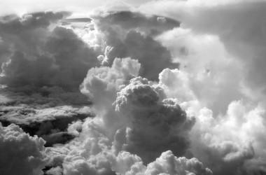 你生命中的雲層只是暫時的… 要放開一切拖累你的事… 對上帝來說沒有什麼是太過困難的…