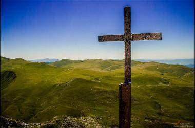 「在基督裡得以完全」,在上帝的眼中,只要你住在耶穌裡,就可算為完全…