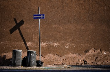 有一首詩名叫「換來的十字架」。裡面講到…