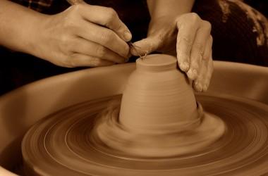 神把一個不舒適的環境和情況擺在我們的生命中,為的是透過如火般的熬煉來塑造我們,使我們成為祂的器皿。
