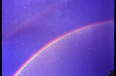 人們都向祢求雲中虹;我要向祢求更大的:求祢叫我作一條雲中的虹──一條叫別人喜樂的虹!