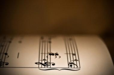 上帝編我們一生的音樂,並非沒有計劃。我們只管按譜奏樂,不怕遇見休止符。它們是不能刪去的,刪去就會破壞音樂的精彩。