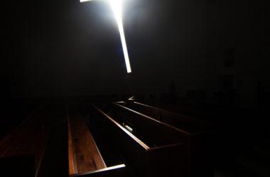 若有人要跟從我,就當捨己,背起他的十字架來跟從我。
